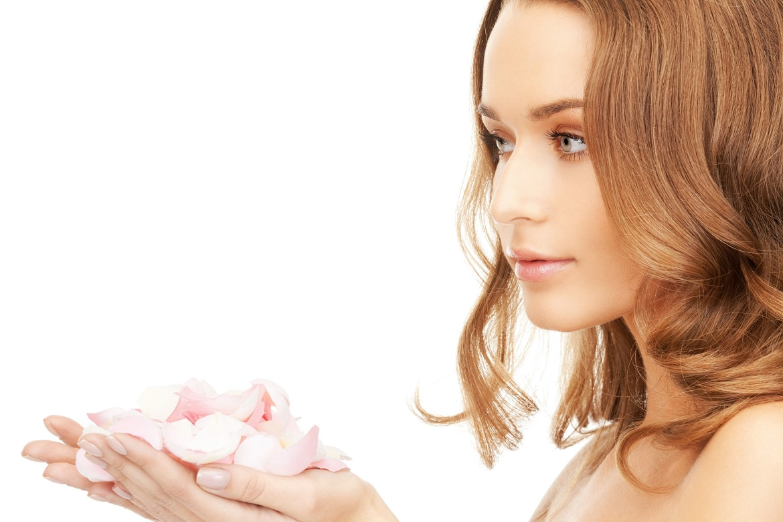 Fare la pulizia del viso in casa con prodotti naturali: 9 gesti per un viso pulito e luminoso